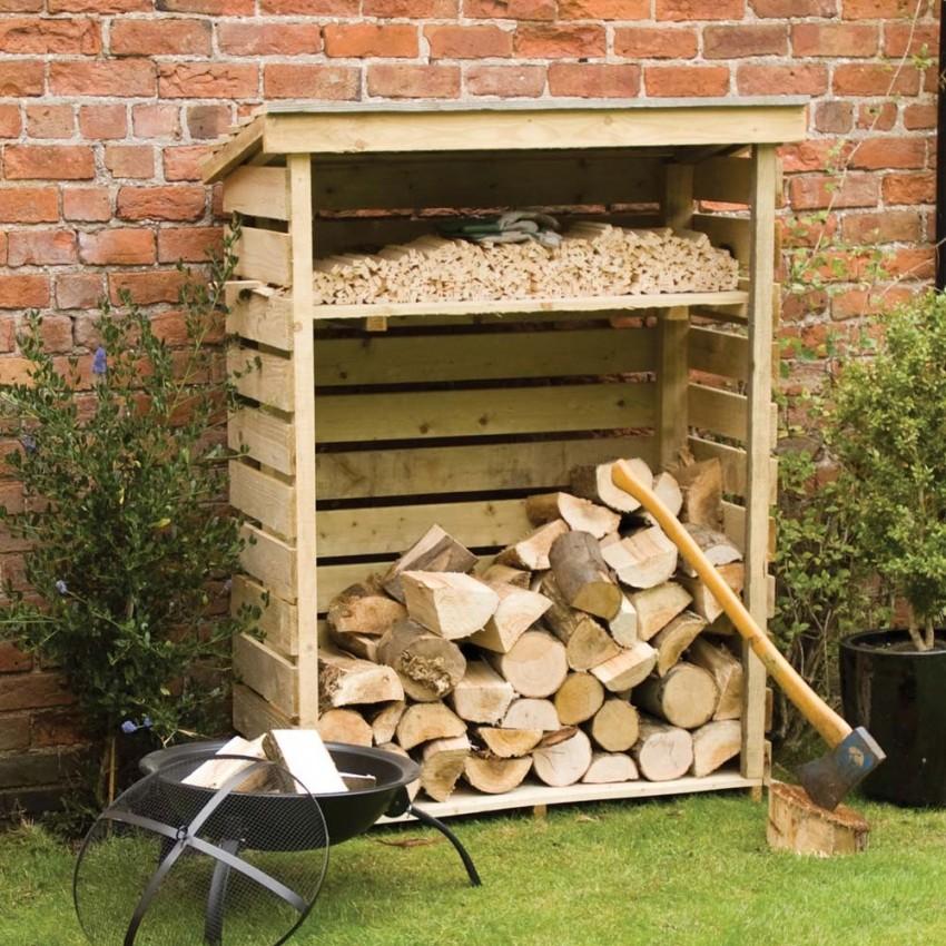 Чаще всего для строительства сарая-дровника используется древесина