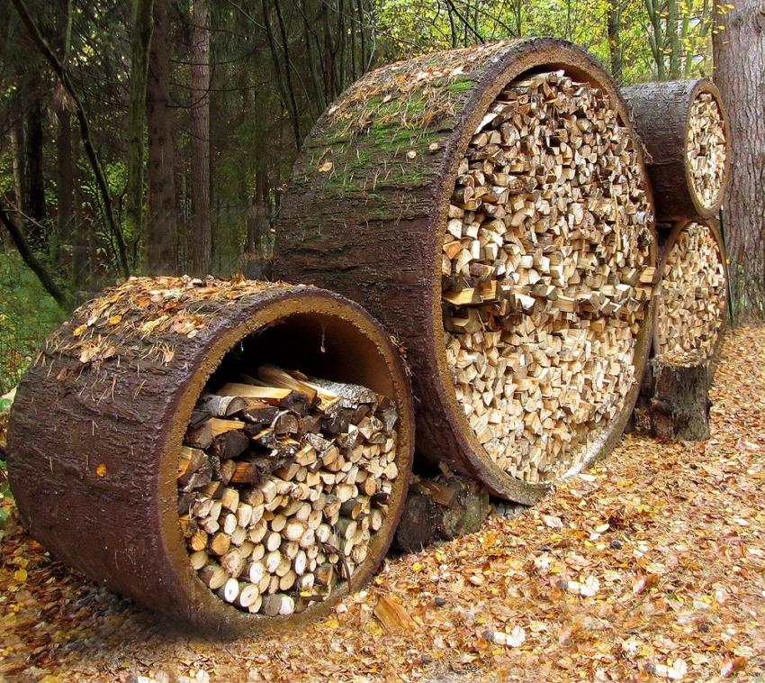 Если объем дров слишком велик, то можно провести складирование на открытой местности