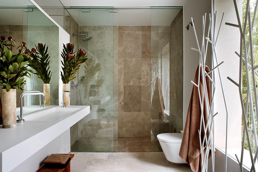 Для более комфортного принятия душа и если позволяют габариты ванной, рекомендованный размер ниши 100х100 см