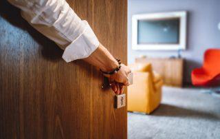 Дверь деревянная межкомнатная: разнообразие моделей на любой вкус