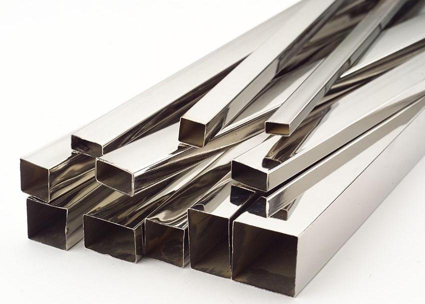 Профильные трубы из стали применяются в разных сферах строительства, а также в мебельном производстве