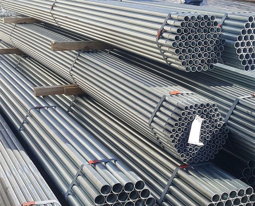 Главным недостатком стальных труб является высокая масса изделия, которая зависит от диаметра конструкции и толщины ее стенки