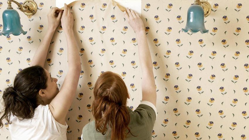 При оклеивании стен обоями стоит обращать внимание на рисунок