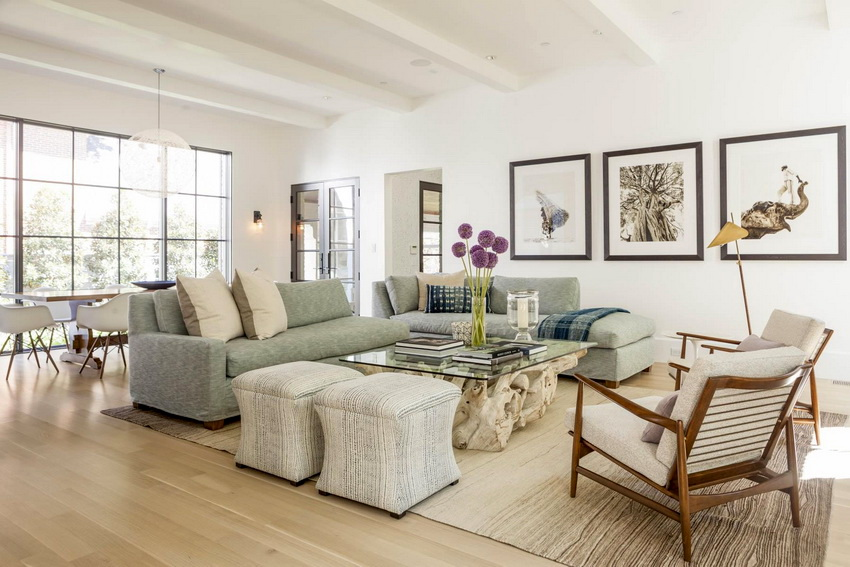 Для использования в помещениях кресла из дерева декорируют мягкими сиденьями и спинками
