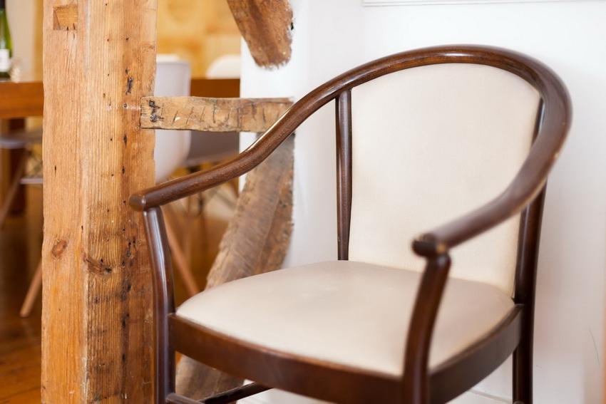 Деревянные кресла отличаются высокой надежностью и являются экологически безопасными