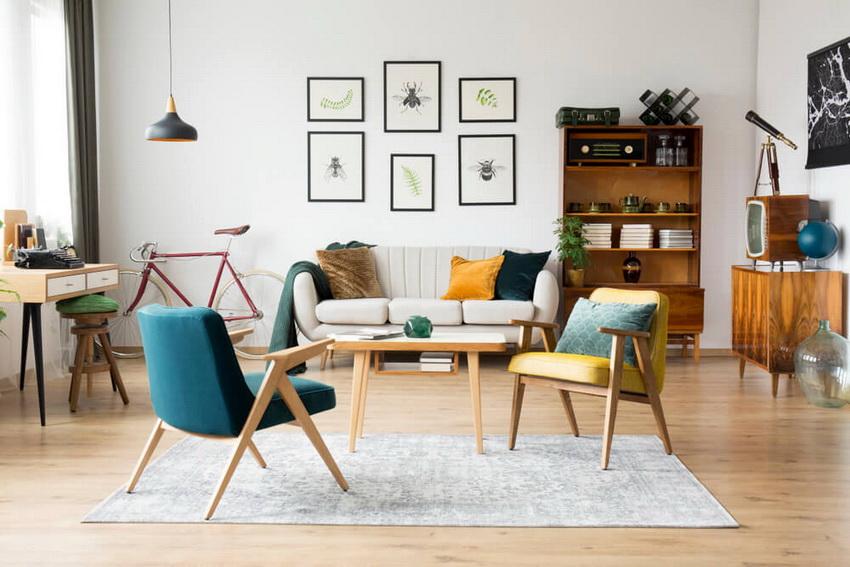 Кресла из дерева хорошо вписываются в интерьер гостиной