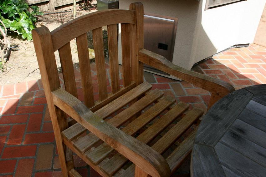 Деревянное кресло можно купить или изготовить своими руками