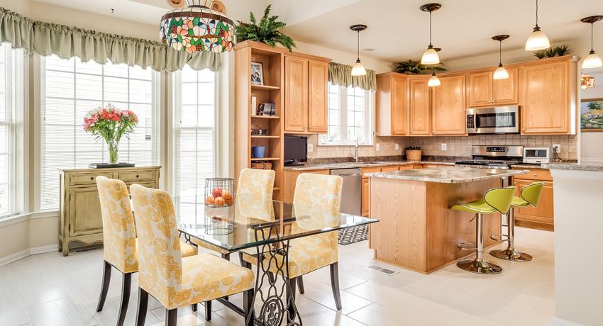 Кухонный стол стеклянный: стильная и надежная конструкция, способная дополнить любой дизайн