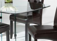 При покупке прямоугольного или квадратного стеклянного стола для кухни следует обращать внимание на то, чтобы углы были скруглены