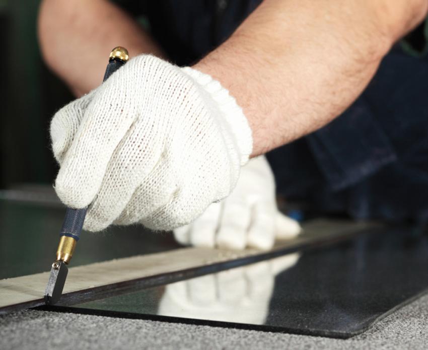 Если отсутствует опыт работы со стеклом, лучше сделать прямоугольную или квадратную столешницу