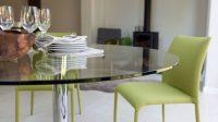 Современные стеклянные столешницы отличаются прочностью, так как изготавливаются путем закаливания