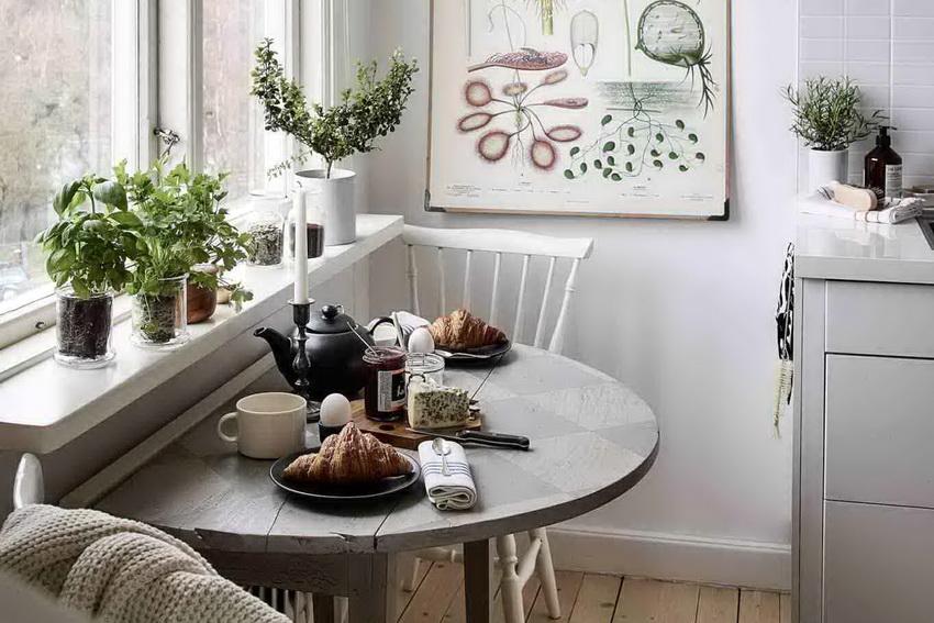 Прежде чем выбирать стол для малогабаритной кухни следует определиться какая конструкция подойдет к общей планировке