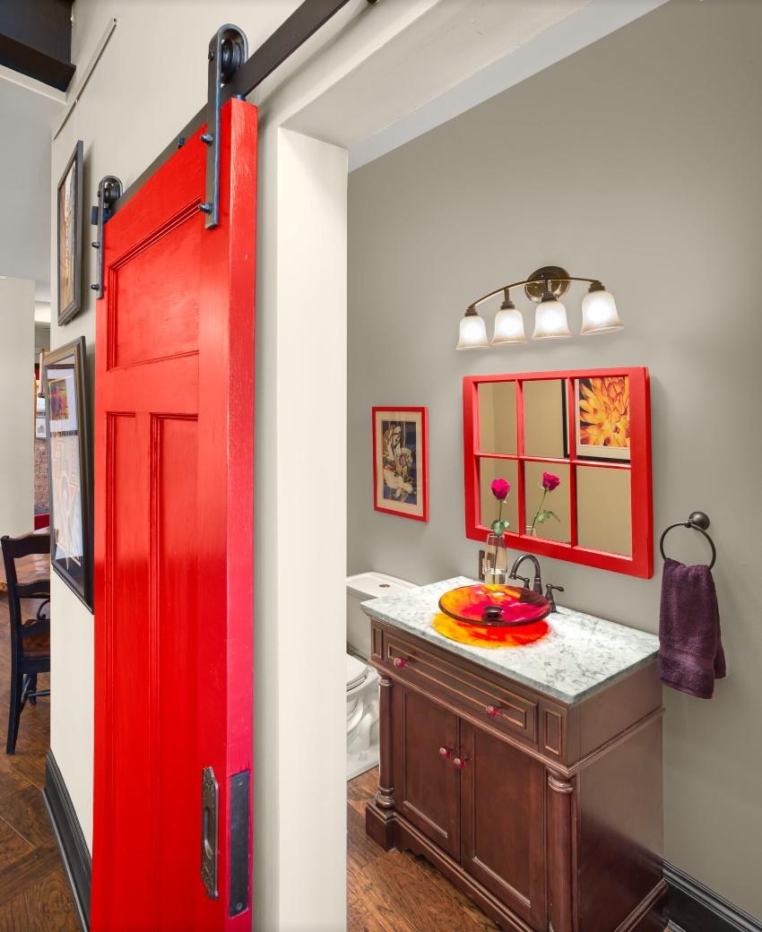 Филенчатая дверь представлена деревянным каркасом, в ячейки которого вставлены филенки в виде отдельных элементов