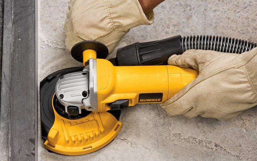 Сухая шлифовка бетона отличается высокой эффективностью, но имеет серъезный минус – обильное пылеобразование