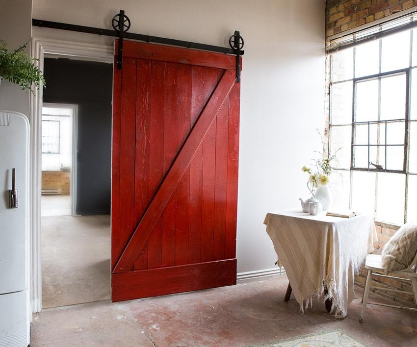 Установку нестандартных раздвижных дверей лучше доверить специалистам