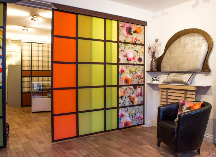Откатные межкомнатные двери могут быть любого цвета, главное - гармоничное сочетание с дизайном комнаты