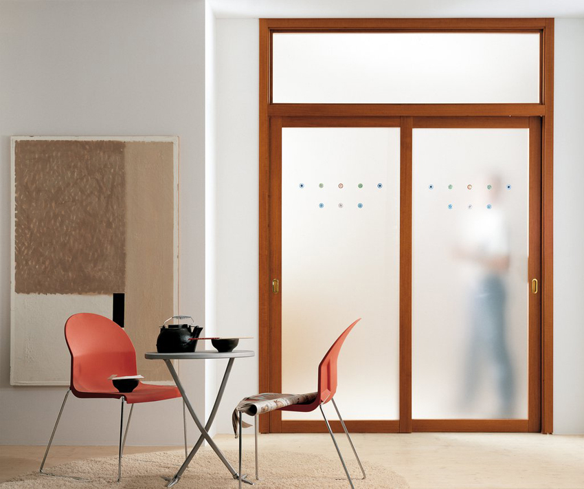 Двустворчатые раздвижные двери обычно используют для широких проемов