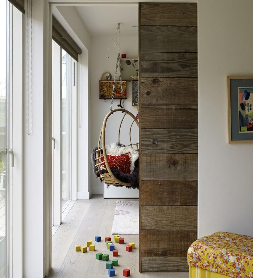 Параллельно-раздвижные двери отличаются хорошей звукоизоляцией и долгим сроком службы