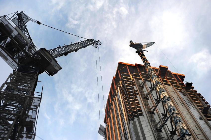 Перед получением разрешения на строительство, нужно удостовериться, что соблюденено расстояние от нового сооружения до границ соседнего