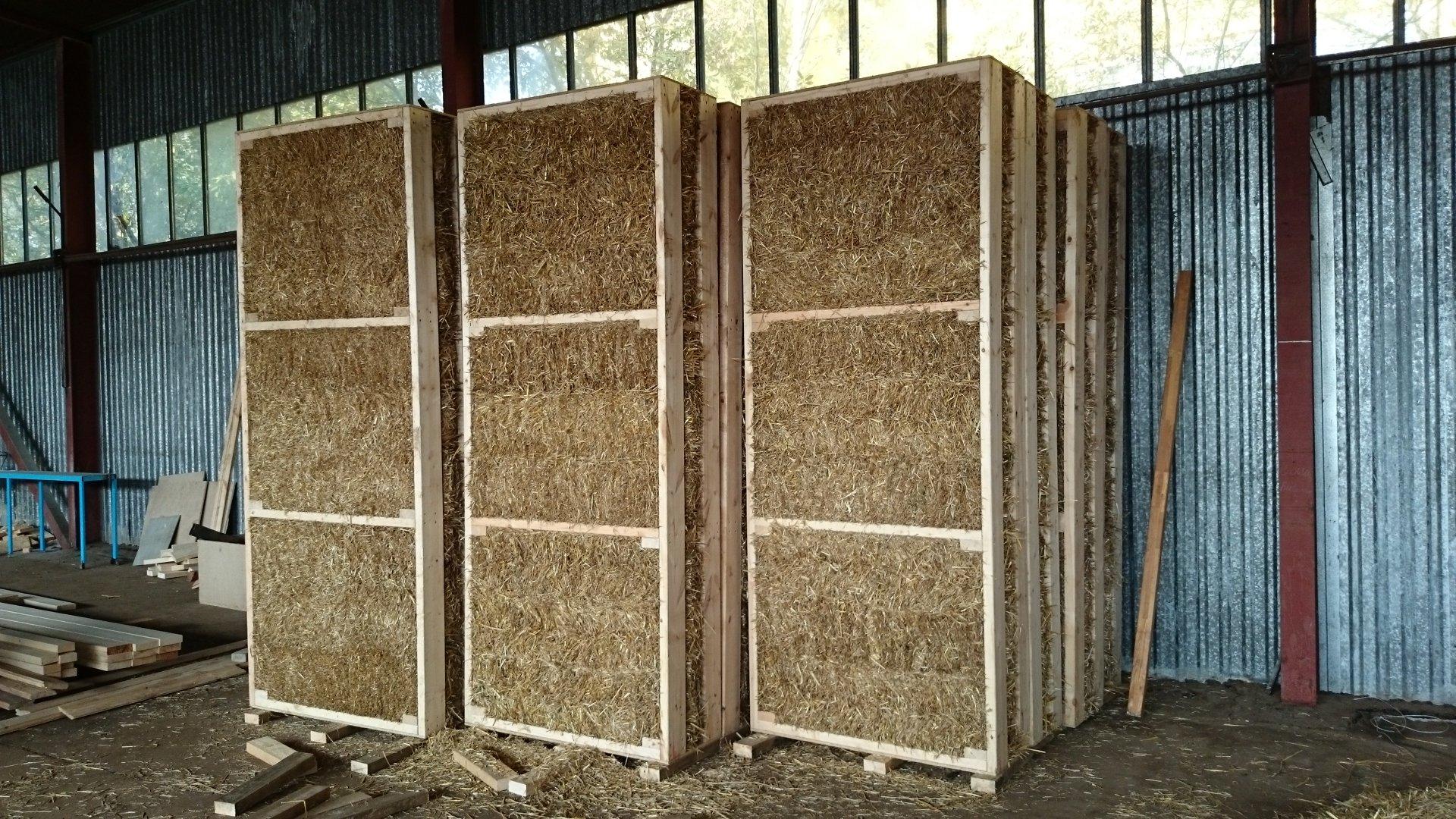 Прессованные панели или блоки из соломы – недорогой и экологичный вариант обшивки