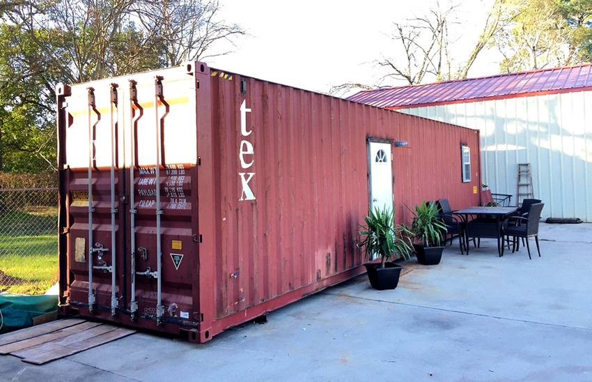Сарай в виде контейнера – компактная и надежная конструкция