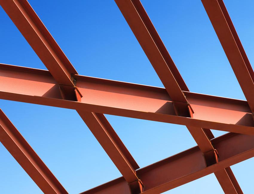 Использование стального горячекатаного двутавра позволяет избежать при эксплуатации зданий сдвигов, усадки и образования трещин