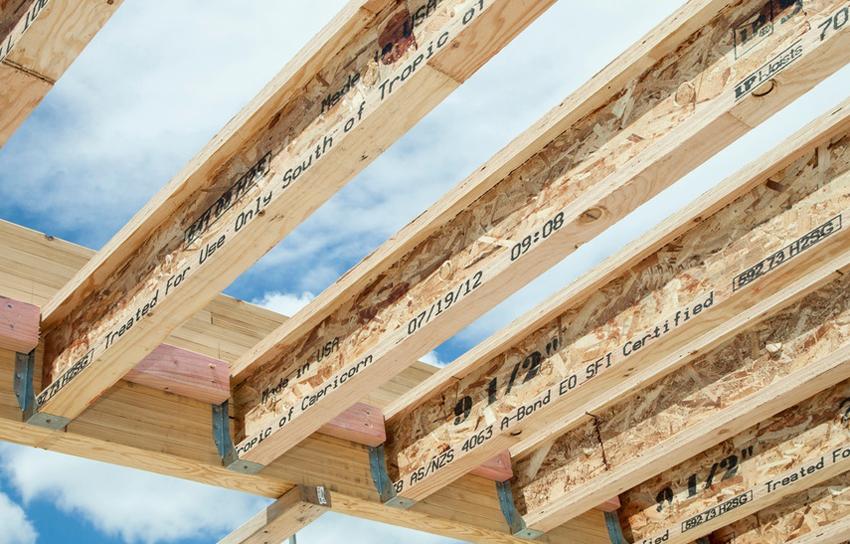 Деревянная двутавровая балка характеризуется способностью выдерживать большую нагрузку, несложным процессом монтажа, экономической целесообразностью и низким уровнем теплопроводности