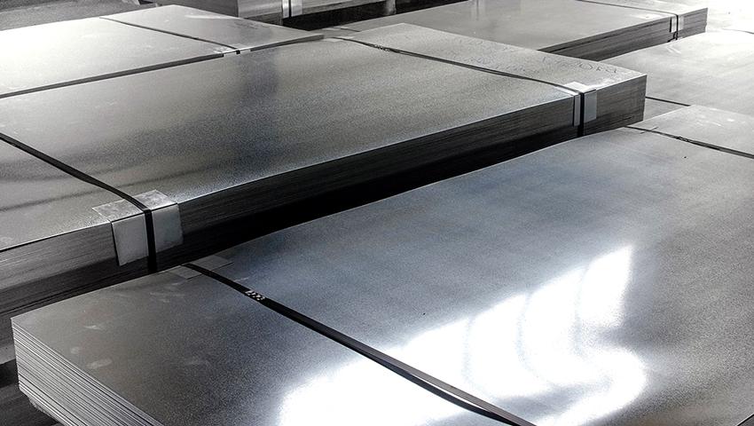 Листовую сталь производят с помощью метода прокатки, поставляют в рулонах или листами