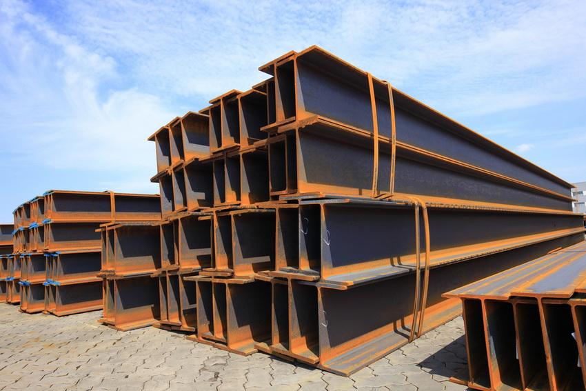 Двутавровые швеллеры чаще всего используют для создания каркасных опорных конструкций, предполагающих усиленные нагрузки