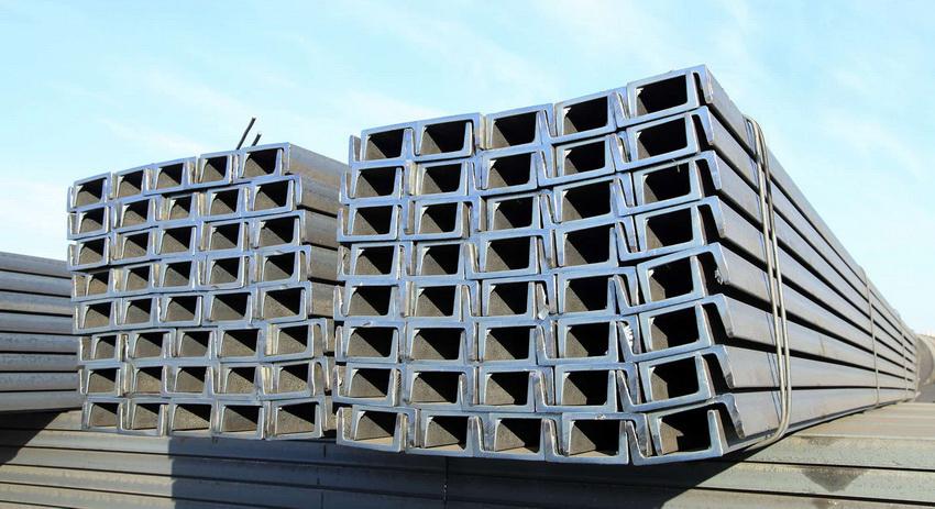 П-образный профиль используется для возведения каркасных опорных конструкций