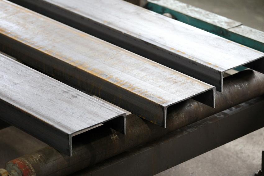 Единые стандарты изготовления швеллеров позволяют выбрать наиболее подходящий тип материала для любой конструкции
