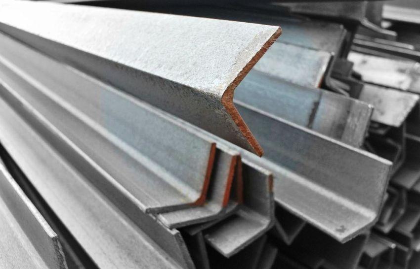 Зная вес металлопроката, можно определить нагрузку, которая будет оказываться на будущую конструкцию