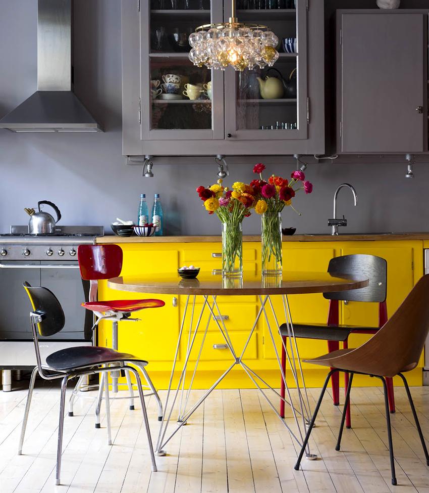 Столы круглой формы отлично вписываются в любой стиль интерьера