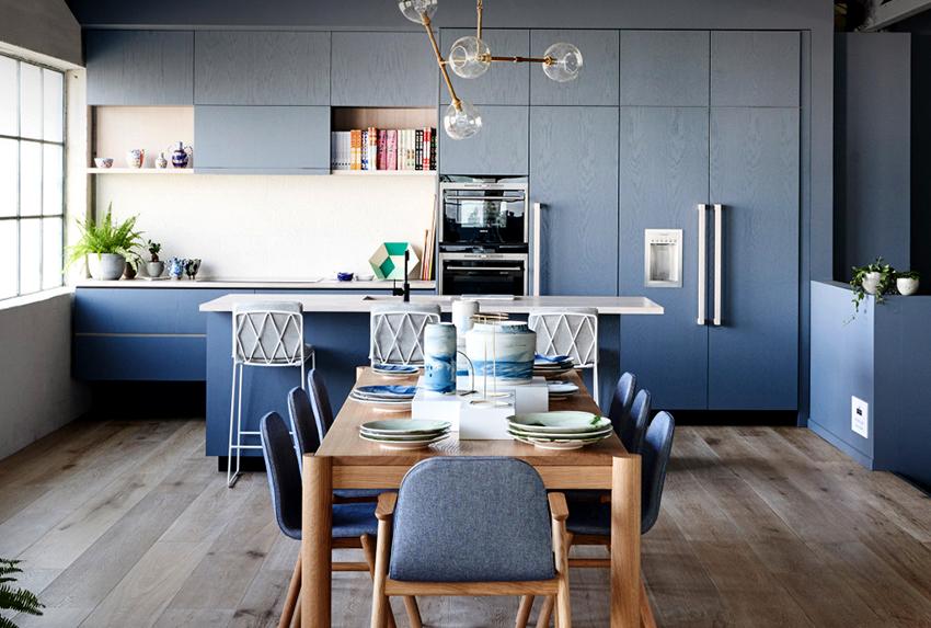 В первую очередь подбирая размер стола необходимо учитывать габариты помещения
