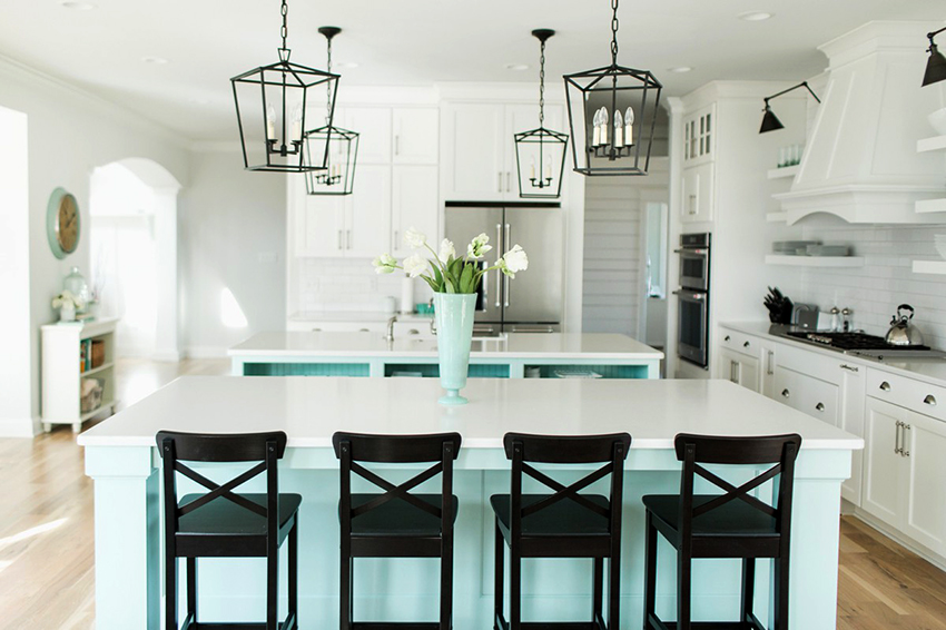 Столы и стулья для кухни могут быть изготовлены из дерева, пластика или металла