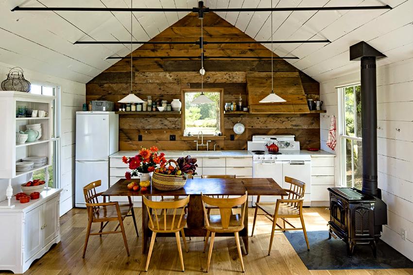 Кухонная мебель из древесины отличается экологичностью, прочностью и долговечностью