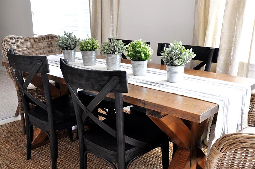 Чаще всего для изготовления столов и стульев используется дуб, вяз, береза, клен, бук и ольха