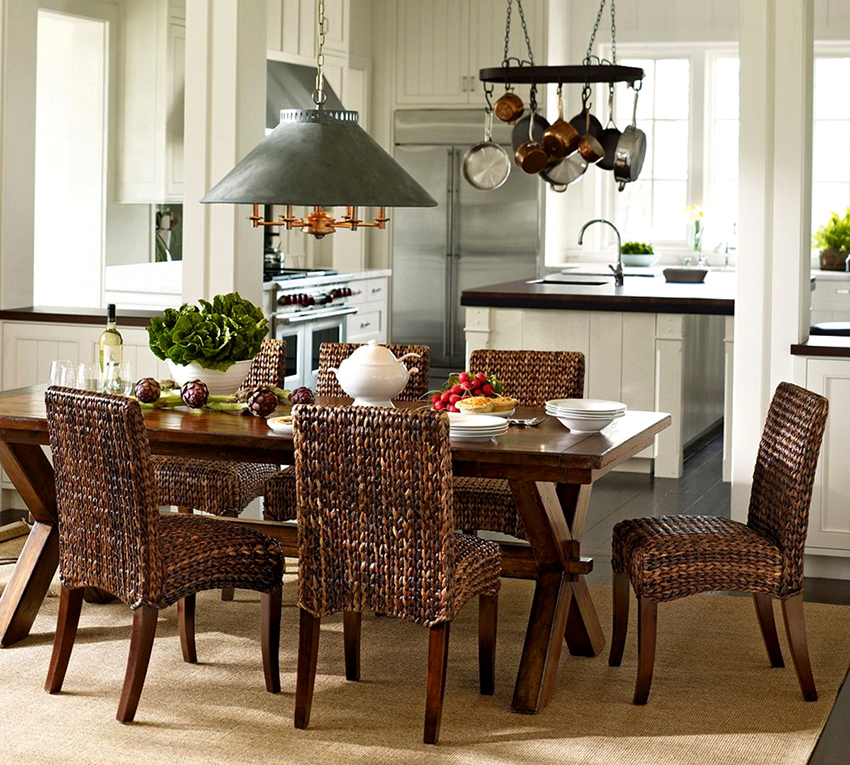 Для кухонь средних и больших размеров не рекомендуется покупать маленькие столы