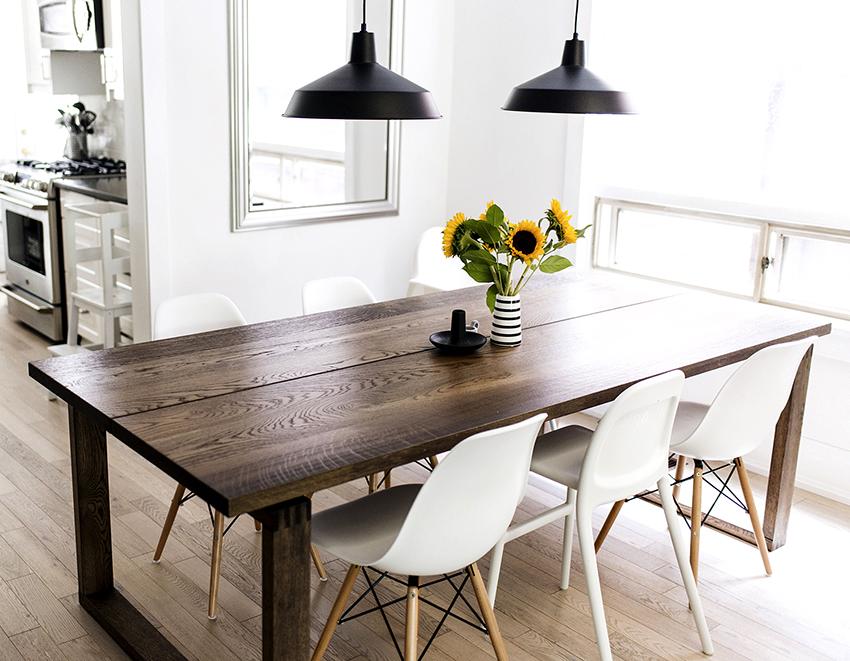 Стулья должны сочетаться со столом, а также с другой кухонной мебелью