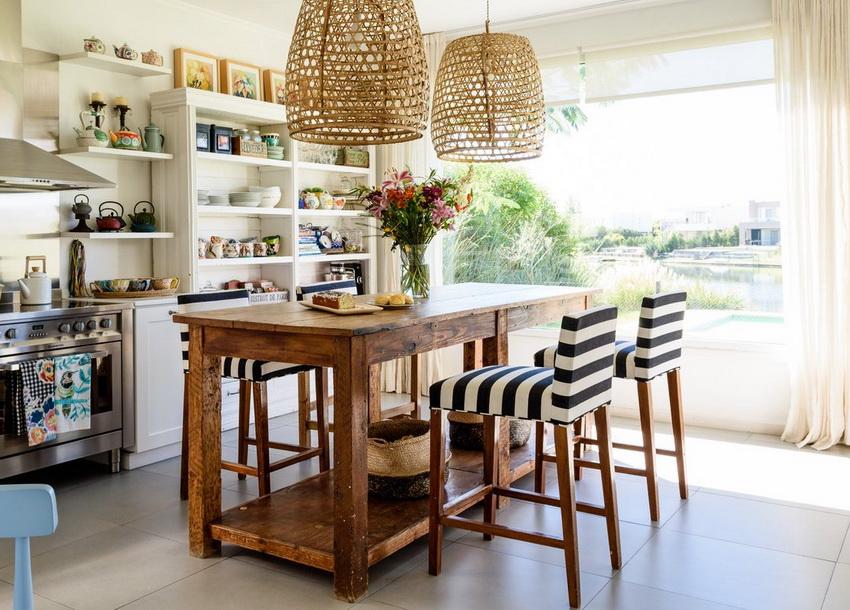 Деревянные стулья с мягким сиденьем обладают повышенным комфортом и стильным внешним видом