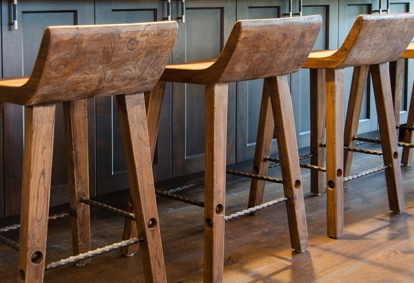 Барные стулья в стиле минимализм - довольно популярный вариант в современных интерьерах