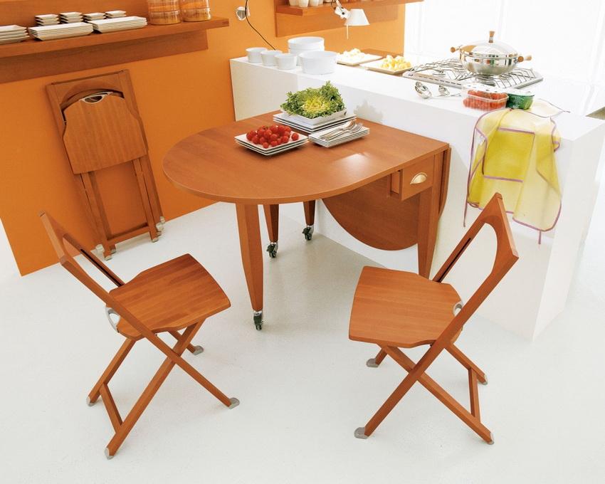 Складной деревянный стул - идеальное решение для малогабаритных кухонь