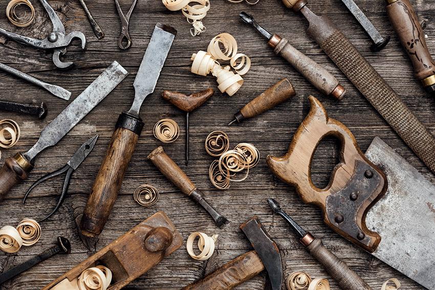 Для изготовления стула своими руками необходимо запастись необходимыми инструментами