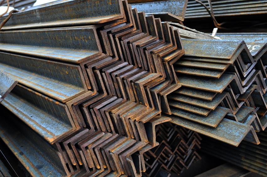 Вес 1 м стального уголка 40х40х4 мм указанный в ГОСТе составляет 2,42 кг