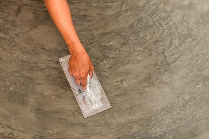 С помощью жидкого стекла можно укрепить бетон, заделать трещины, сделать изоляцию швов