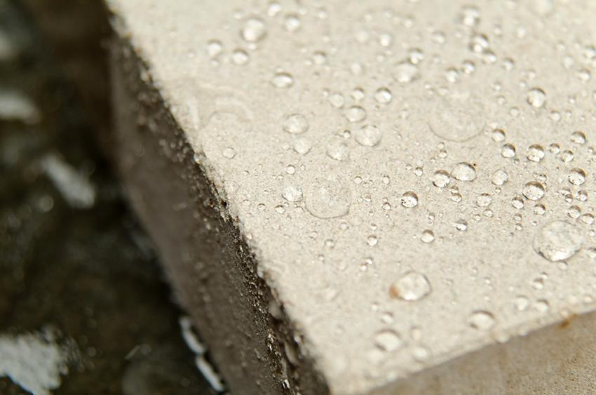 Главной функцией жидкого стекла является гидроизоляция бетона