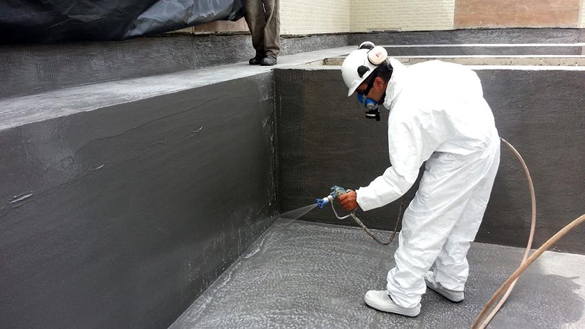 Гидроизоляцию бассейна жидким стеклом удобно выполнять методом распыления