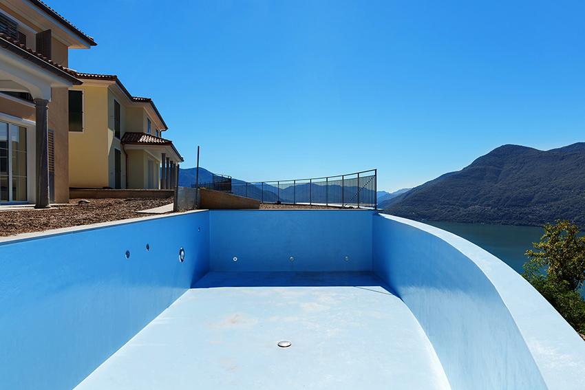 Гидроизоляцию бассейнов необходимо выполнять не только внутри чаши, но и снаружи