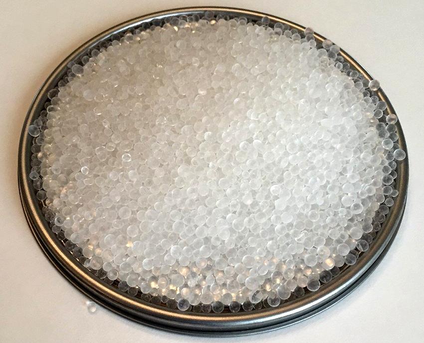 Для изготовления жидкого стекла своими руками понадобится сода и силикагель