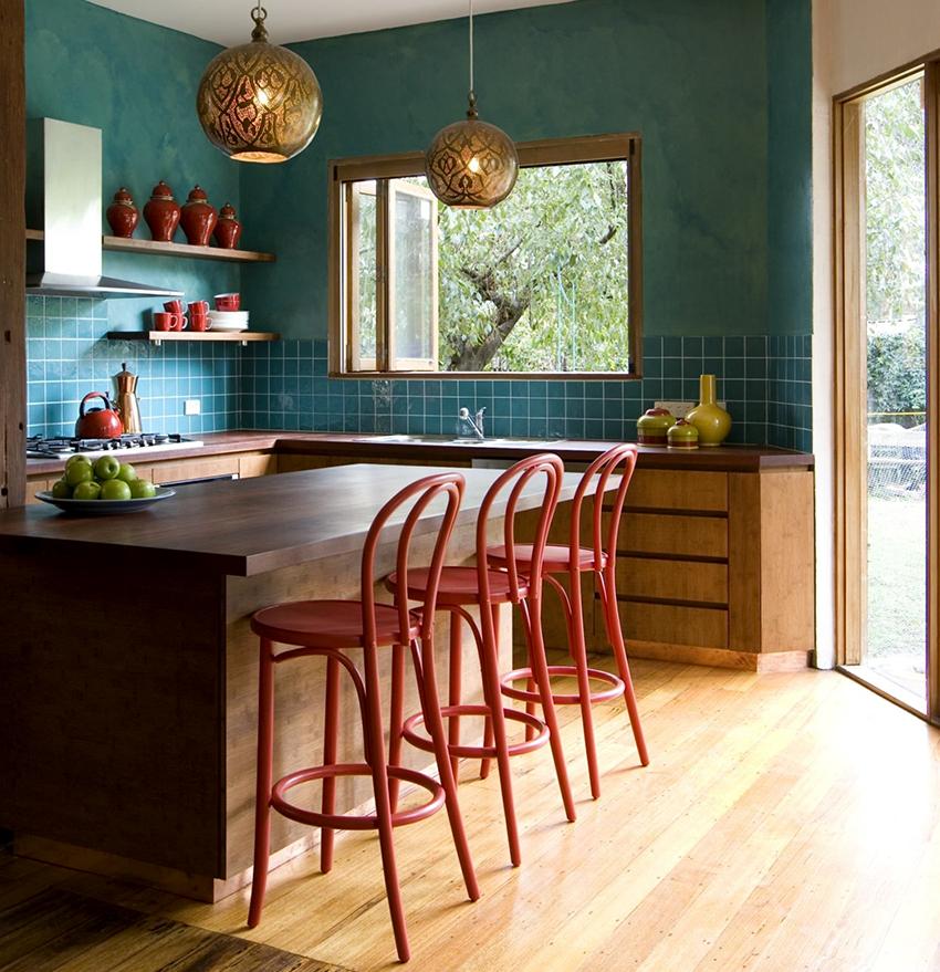 Барные стойки бывают всевозможных форм и выполнены в разных стилях